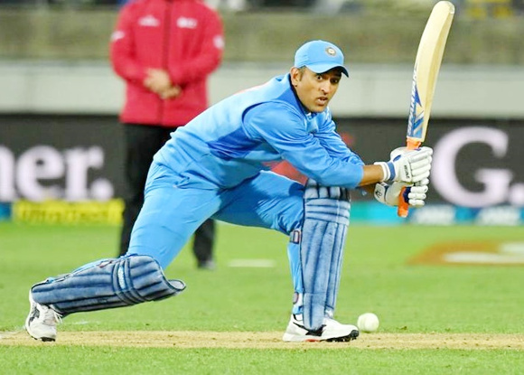 'We miss you Dhoni', Indian fans came out with banner at Wellington