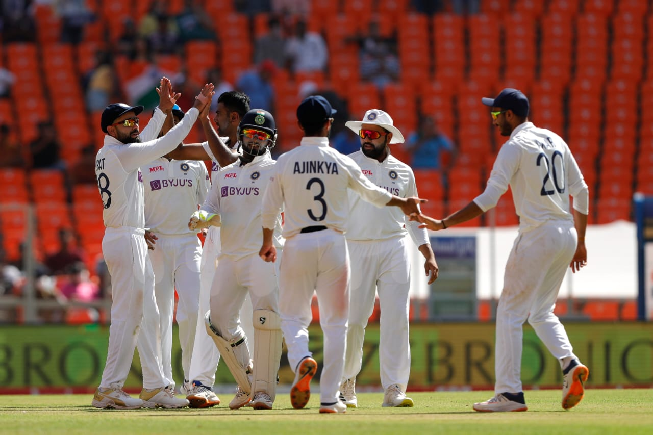 India trail by 181 runs after the bowlers bundled England for 205 | XtraTime | To get the best and exclusive sporting news, keep watching XtraTime